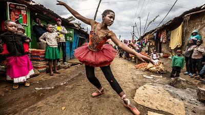 100 pro - Elsy, Tänzerin in Kenia