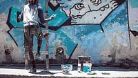 2018: Mit Kubas Öffnung zur Welt wächst eine neue Generation heran, die sich über alle Autoritäten hinwegsetzt und ihre Kultur neu erfindet. Skater, Graffitikünstler, Metalheads, Krumper, Tätowierer und Rapper versuchen an der Grenze der Legalität, ihre Alternativkultur stark zu machen und Havanna als internationale Kulturhauptstadt neu zu etablieren.