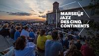 Während des Festival Jazz des Cinq Continents stehen in Marseille alle Zeichen auf Jazz: Eine Woche lang treffen sich Musikgrößen und Nachwuchskünstler zu mitreißenden Konzerten und Jam Sessions.
