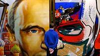 Wladimir Putin gewinnt die Präsidentschaftswahl in Russland mit einem Rekordergebnis. Er nimmt seine vierte Amtszeit in Angriff. Putin galt als klarer Favorit, kein Wunder, denn Regierungsgegner wurden mundtot gemacht und das Internet zensiert.In einer Video-Playlist haben wir die besten Reportagen über Russland zusammengestellt.