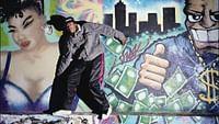 """Es war eine echte kulturelle Revolution, die sich in den 90er-Jahren an der Universität Paris 8 in der Pariser Banlieue ereignete.Einige Dozenten der Soziologie und Linguistik waren fasziniert von der Hip-Hop-Kultur und öffneten einer Gruppe aus der Szene die Pforten ihrer Uni. In den folgenden fünf Jahren entstand so eine Art Forschungslabor, in dem """"Zulus"""" auf Studenten trafen. Ein in Frankreich beispielloses Projekt, aus dem die Gründungsszene der Hip-Hop-Bewegung entstand."""