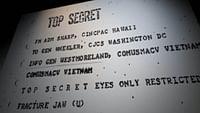 Mit spektakulären wie skurilen Methoden beschaffen sich Agenten seit Jahrhunderten geheime Informationen.Besonders im Krieg sind Geheimdienste die stillen Waffen abseits des Schlachtfeldes. Ein DDR-Spion bei der NSA, die Veröffentlichung der Pentagon Papers oder das Bettgeflüster von Mata Hari – ARTE zeigt die bedeutendsten Spionagefälle der Geschichte.