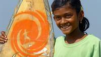 Fatema, une petite surfeuse du bangladesh du 03/04