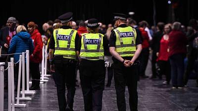 La police des polices version anglaise