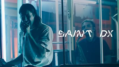 Saint DX dans Passengers