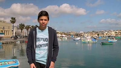 Portrait d'enfant : Deyan sur l'île de Malte