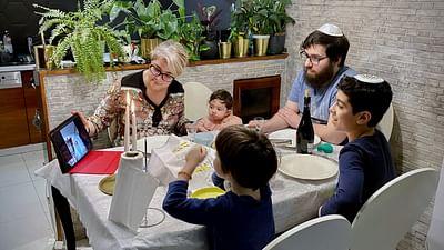 ARTE Regards - Jeunes et juifs, ils revendiquent leur foi