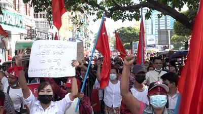 Manifestations et rafles d'opposants en Birmanie