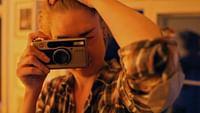 Depuis deux décennies, « La Lucarne » éclaire la nuit d'ARTE. Dédié au documentaire de création, ce rendez-vous unique est une fenêtre ouverte sur la diversité des réels, des vécus et des imaginaires. Retrouvez ici une sélection de films incontournables, de ces pépites qui ont « créé » le rendez-vous. Ils sont enfin disponibles pour plusieurs mois, voire plusieurs années!