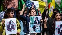 Les Iraniens n'ont pas voté en masse lors des élections législatives, ce vendredi 21 février, malgré les appels du guide suprême Ali Khamenei. Seuls 42,5 % d'entre eux se sont déplacés dans les urnes, soit le plus faible taux de participation jamais enregistré dans l'histoire de la République islamique. Un scrutin qui a profité aux candidats les plus conservateurs, qui ont obtenu une large majorité des 290 sièges du Parlement iranien.L'Iran a célébré le 11février les 41 ans de la révolution qui a donné naissance à la République islamique. Dans ce dossier, retrouvez reportages, portraits et repères historiques pour comprendrece pays, ses habitants et les défis auxquels ils ont fait face ces dernières années.