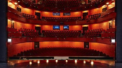 Opera w Lozannie  – Podniesienie kurtyny