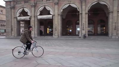 Bolonia: puste Piazza Grande