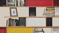 """CharlottePerriand(1903 - 1999) była francuską architektką i projektantką. Jej prace miały na celu stworzenie funkcjonalnych przestrzeni życiowych w przekonaniu, że lepsze projekty pomagają w tworzeniu lepszego społeczeństwa. W swoim artykule """"L'Art deVivre"""" z 1981 roku napisała: """"Rozszerzeniem stylu mieszkania jest stylżycia - życiew harmonii z najgłębszymi popędami człowieka oraz z jego adoptowanym lub sfabrykowanym środowiskiem"""".Przedstawiamy awangardowy design CharlottePerriandpoprzez 8 jej kultowych prac. Jej projekty do dziś wpływają nawspółczesnychartystów - czyto dziennikarzy, prezenterów telewizyjnych, komików, architektów czy szefów kuchni. Każdy z nich przedstawia kultowy obiekt autorstwaPerriand, który zrewolucjonizował nasze codzienne życie."""